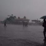 கேரளாவில் சூறாவளி காற்றுடன் கன மழை - 5 பேர் பலி | Cyclone, heavy rains in Kerala leave 5 dead
