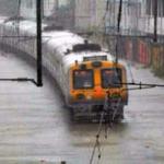 மும்பையில் தொடரும் கனமழை- மக்கள் கடும் பாதிப்பு | Daily life in Mumbai disrupted by incessant rains