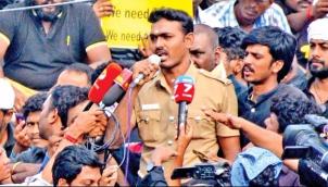 ஜல்லிக்கட்டு ஹீரோ காவலர் மீது துறைரீதியான நடவடிக்கை | Jallikattu protest hero constable faces disciplinary action for addressing public during stir