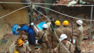 பெற்றோரை இழந்த குழந்தையை தத்தெடுத்த கர்நாடக அரசு | Karnataka govt to adopt girl who lost her parents in Bengaluru building collapse