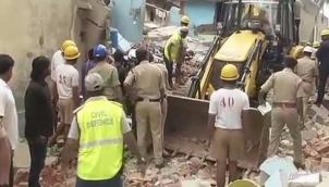 சிலிண்டர் வெடித்து தரைமட்டமான குடியிருப்பு -  7 பேர் பலி | 7 killed as Bengaluru house collapses due to suspected cylinder blast