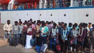 மீட்கப்பட்ட 45 தமிழக மீனவர்கள் கொச்சி வந்தனர் | 45 fishermen from various districts of TN arrives at Cochin Port