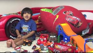 போர்ப்ஸ் பட்டியலில் இடம்பிடித்த 6 வயது சிறுவன் | This 6-year-old earns $11 million on YouTube, makes it to Forbes' list