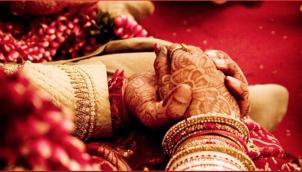 தெலங்கானாவில் அர்ச்சகரை திருமணம் செய்தால் ரூ.3 லட்சம் | Telangana to offer Rs 3 lakh for women to marry temple priests