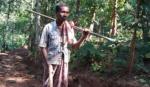 दो साल में काटे दो पहाड़ - Man builds road to village so children can visit