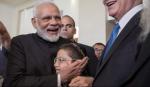 मोदी से मिलने पहुंचा मोशे - The Israeli boy who survived 2008 Mumbai attack