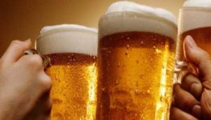 शराबी औरतों' से क्यों चिढ़े बौद्ध भिक्षु? - Sri Lanka's president rejects move to allow women to buy alcohol