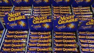 नेस्ले ने किटकैट और मिल्कीबार के लिए बेच दिया ये चाॅकलेट | Australia's iconic Violet Crumble chocolate back in local ownership